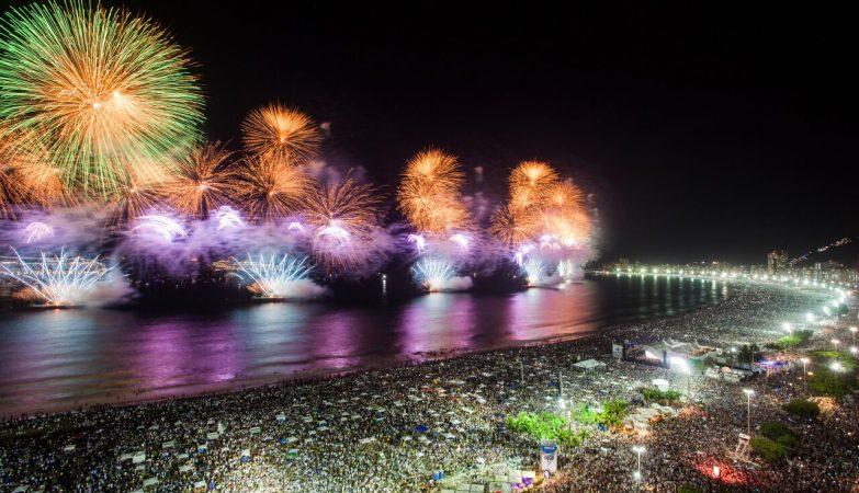 feliz ano novo com os amigos